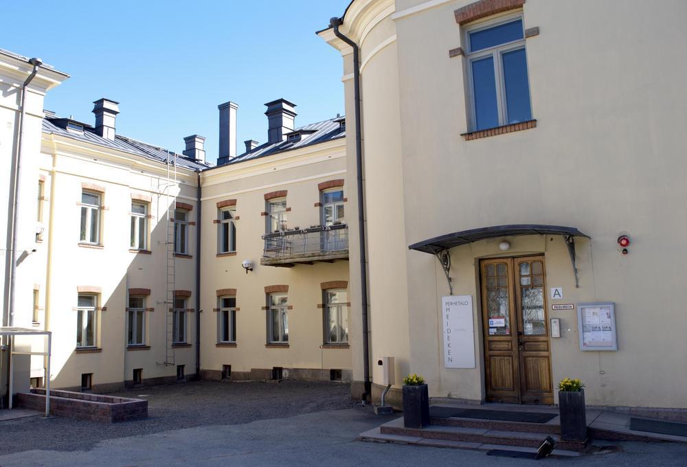 MLL Varsinais-Suomen piirin tilat sijaitsevat Perhetalo Heidekenin tiloissa.