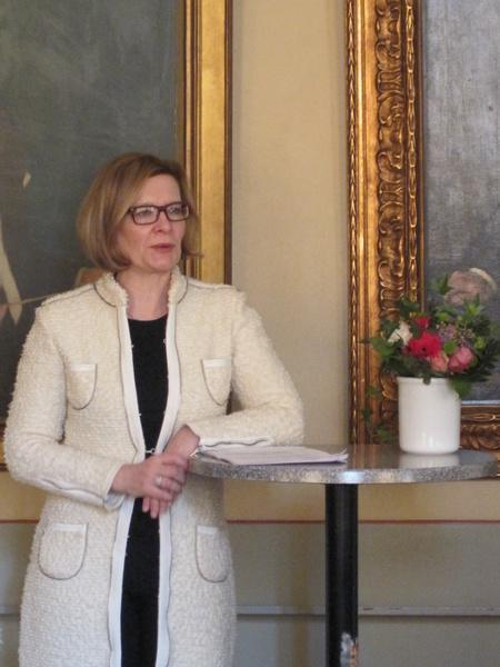 [ Kuvassa sosiaali- ja terveysministeri Paula Risikko puhumassa Nasy:n 60-vuotisjuhlassa. ]
