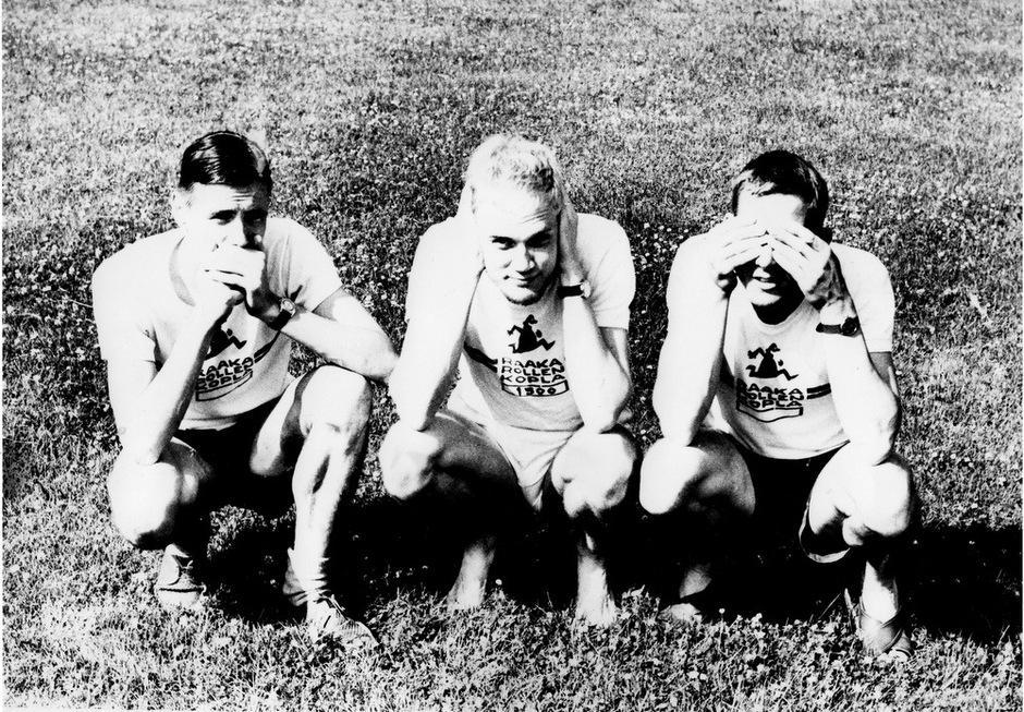 Kuvassa keskellä Parta-Pekka, tummatukkainen on Tauno Wallenius ja toisella puolen Pertti Sariomaa.