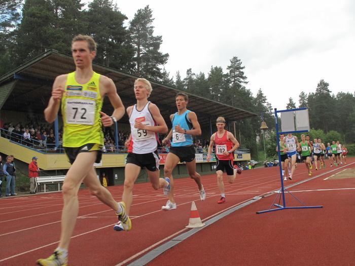 Miesten 3000 m erä 2. Kärjessä Tapani Kärjä (72), Kalle Keskipoikela (59), Johannes Brunila (6) ja Antti-Pekka Niinistö (102)