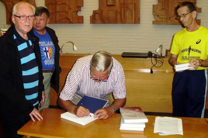 Historiakirjailijan allekirjoituksella on joskus arvonsa historiassa.....