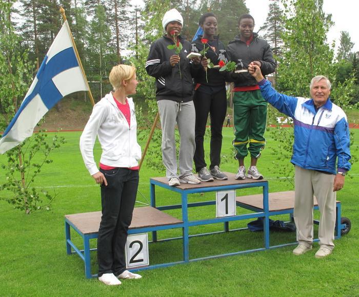 Naisten 100 metrin kolme ensimmäistä sijaa meni Ghanaan.
