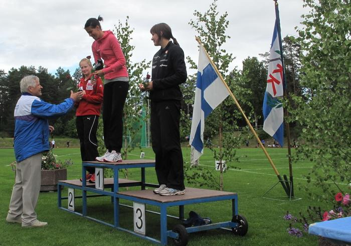 Naisten korkeushypyn voitti Elina Smolander 2. Viivi Voutilainen 3. Titta Jämsä