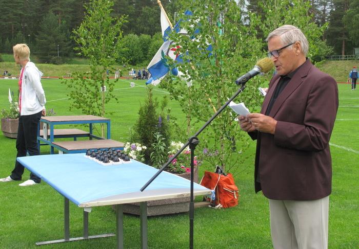 Seuran puheenjohtaja Osmo Kärkkäinen avasi XLV Keuruun Juhannuskisat.