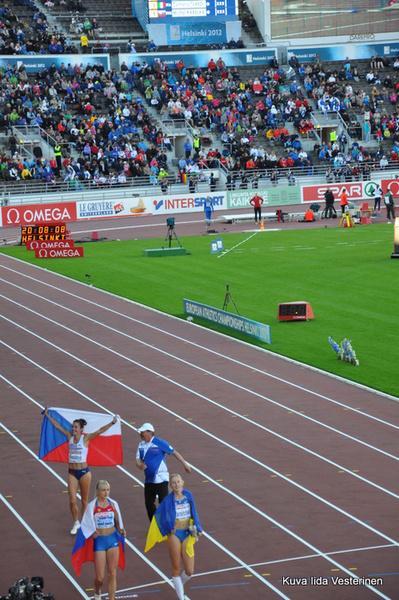 Naisten 400 metrin aitajuoksun mitalistit