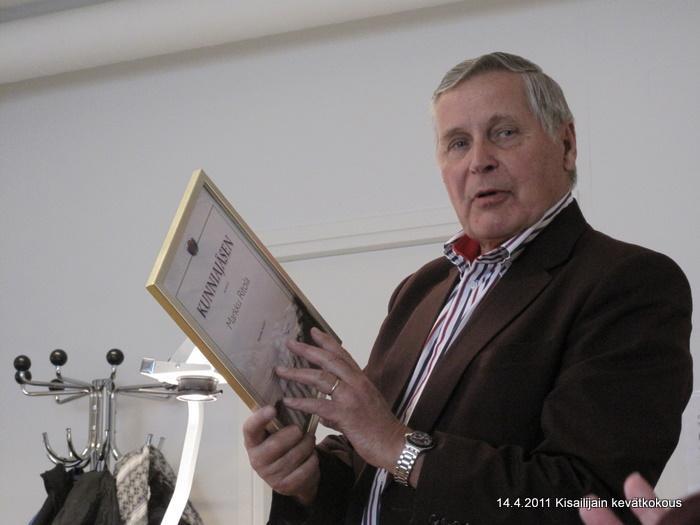 Seuran puheenjohtaja Osmo Kärkkäinen avasi vuosikokouksen.