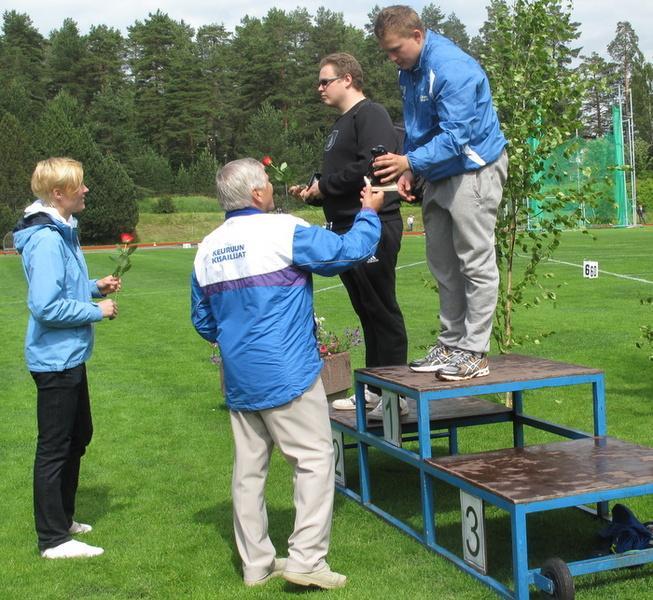 Miesten kuulantyönnön voitti Niklas Loukola ja  Markus Harju oli toinen.