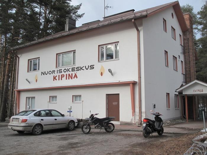 Seuran toimisto sijaitsee nuorisokeskus Kipinän yläkerrassa.