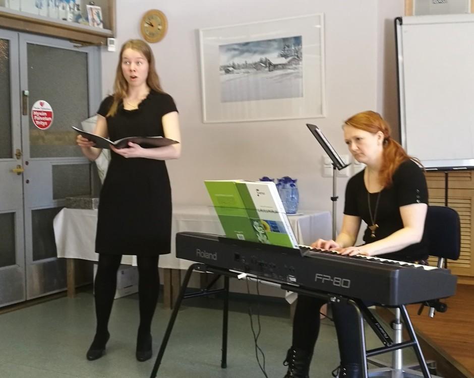 Yksinlaulua Saara Kaisa Lapinoja, säestys Pia-Susanna Rautakoski
