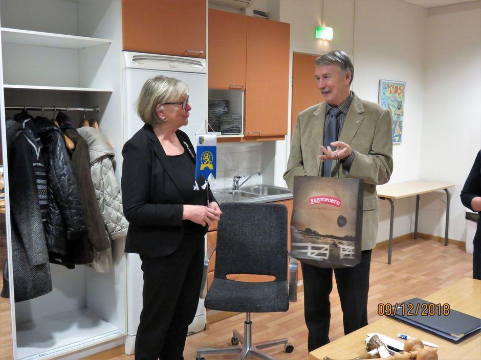 Nelivuotiskautensa tehnyt pj Margit Sasi sai Piirin Standaarin ja 'juustokukan'. Monivuotinen taloudenhoitaja sai myös 'juustokukan' luopuessaan tehtävästä.