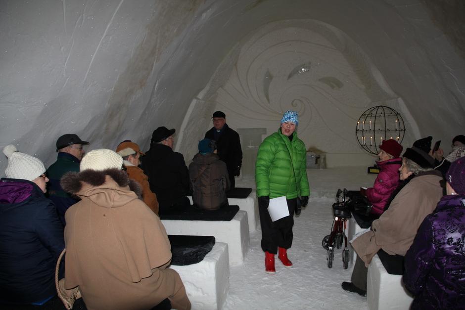 Puheenjohtajamme Marja-Leena Laitinen toivotti vierailijat Tornion senioreista ja tietenkin omat jäsenemme tervetulleiksi tapahtumaan.