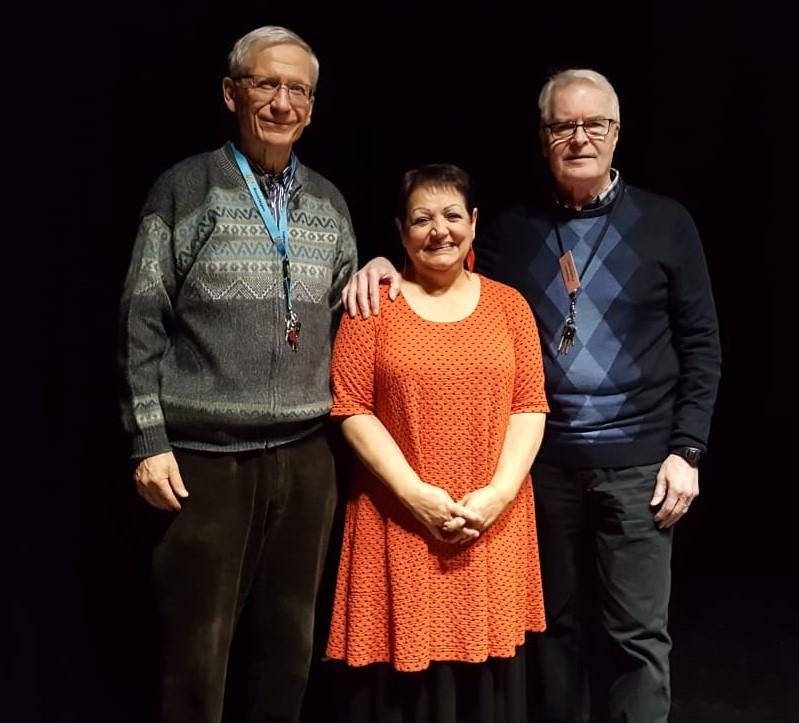 Maahanmuuttajan kokemuksistaan oli tiistaina 22.1. kertomassa Melody Karvonen. Rinnalla tässä Markku Salminen ja Seppo Peltonen.