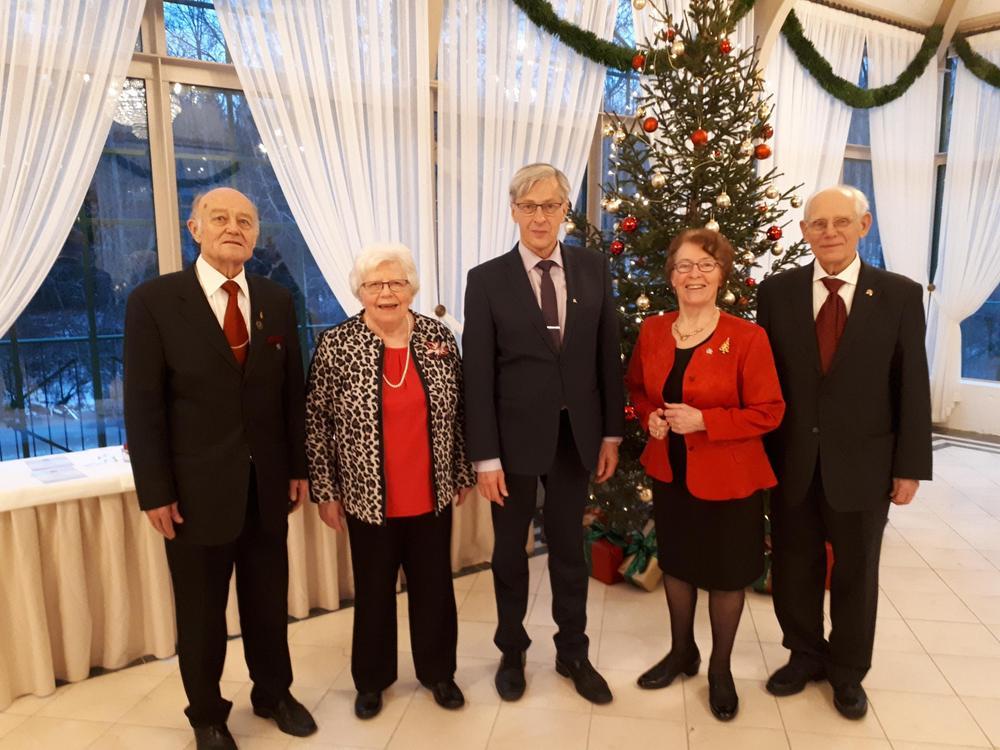 Yhdistyksemme keskeiset toimihenkilöt joululounaalla 2018 vasemmalta  isäntä, sihteeri, puheenjohtaja, emäntä, talouden- ja jäsenrekisterinhoitaja
