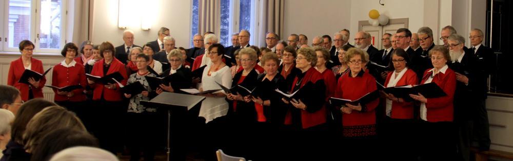 Kelojen kanssa perinteisessä yhteiskonsertissa lauloivat Katajaiset. 16.2.2014 oli näin komea joukko.