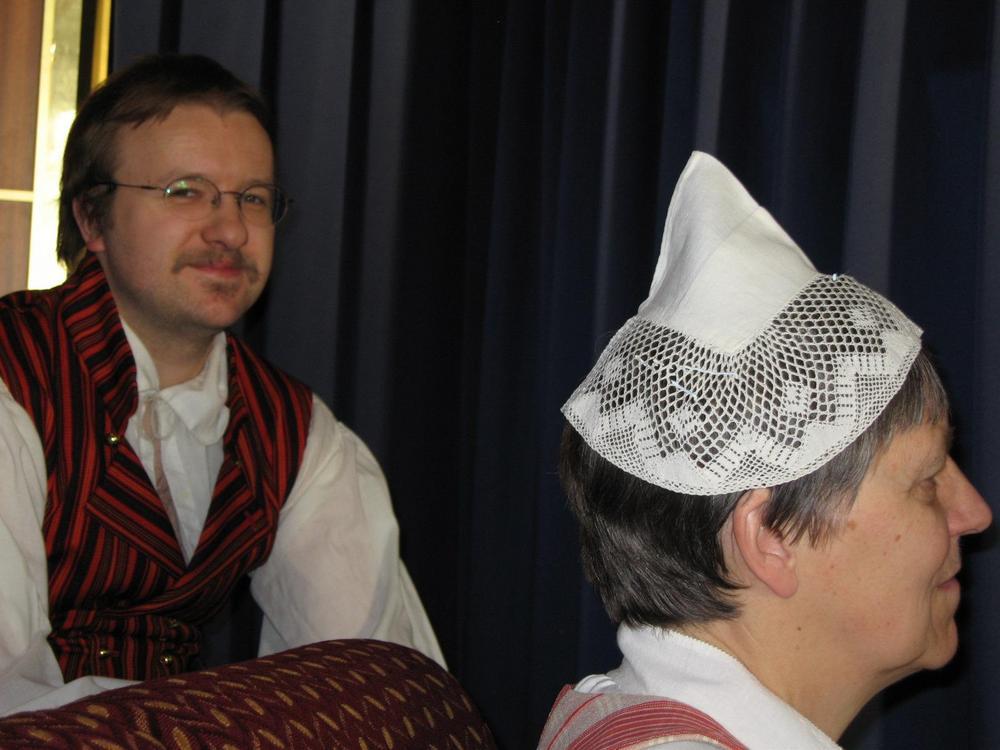Ohjaajamme on ollut vuosia Sinikka Mäkelä ja säestyksestä on huolehtinut Antti Huusari