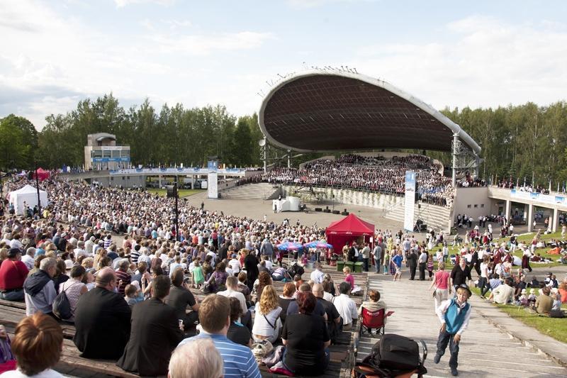 Tarton laululavalla 2013. Yleisöä oli runsaasti, kuten Virossa yleensä. Kuvaaja tuntematon.