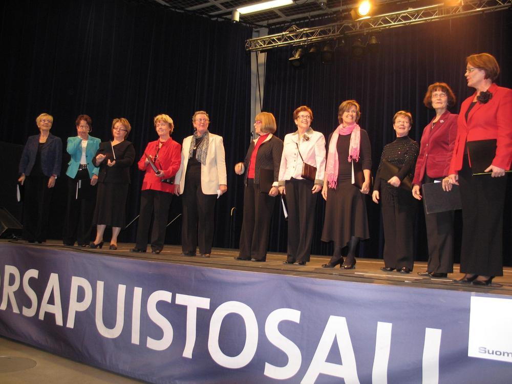 KoKoNaiset alkutaipaleellaan 13.10.2007 Seniorimessuilla Tampere-talon Sorsapuistosalissa.