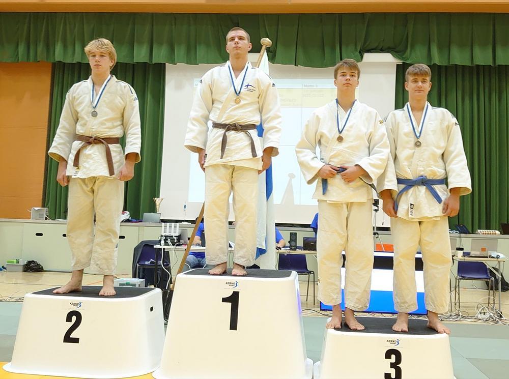 Nuorten (U21) alle 90-kiloisten suomenmestaruus vuosimallia 2021 Arturille.