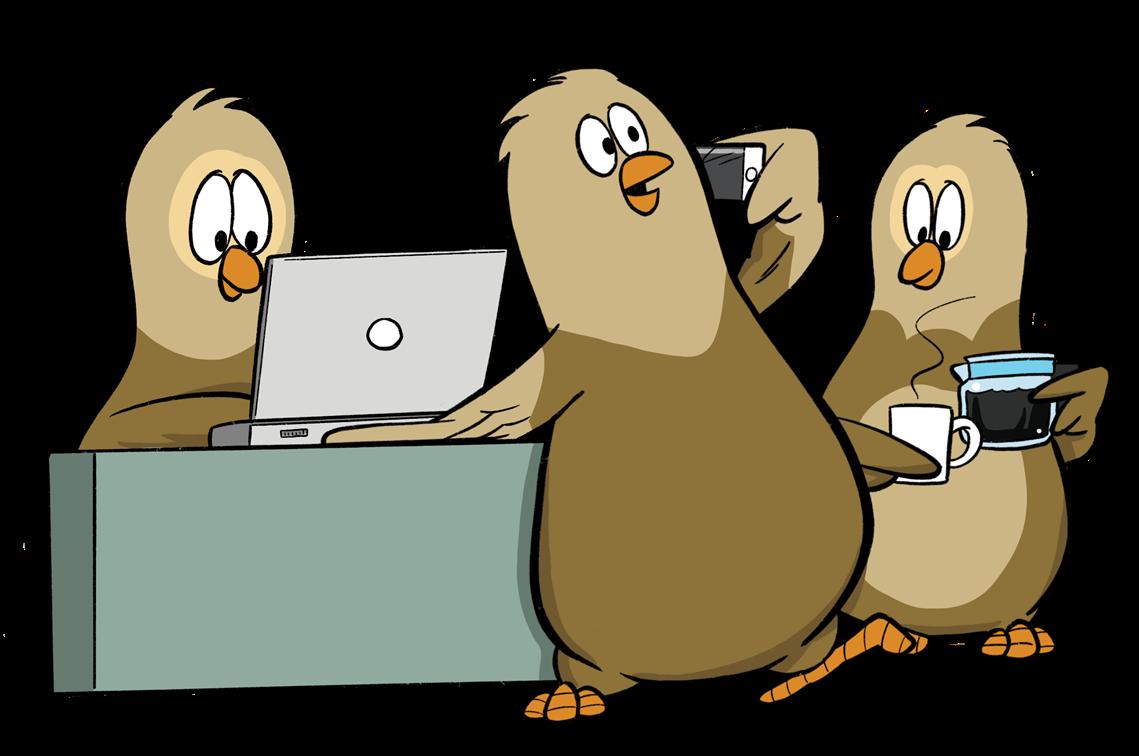 Kolme OmaisOiva pöllöä työpöydän ääressä.