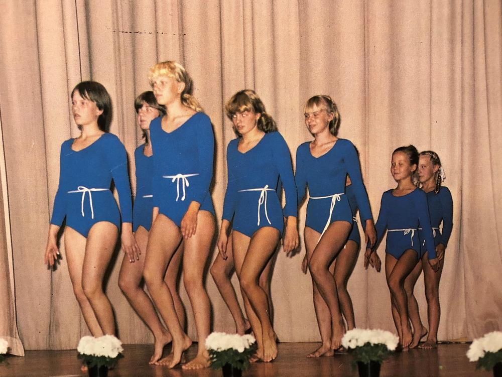 Rajun voimistelijoita seuran 50-vuotis juhlissa vuonna 1983.