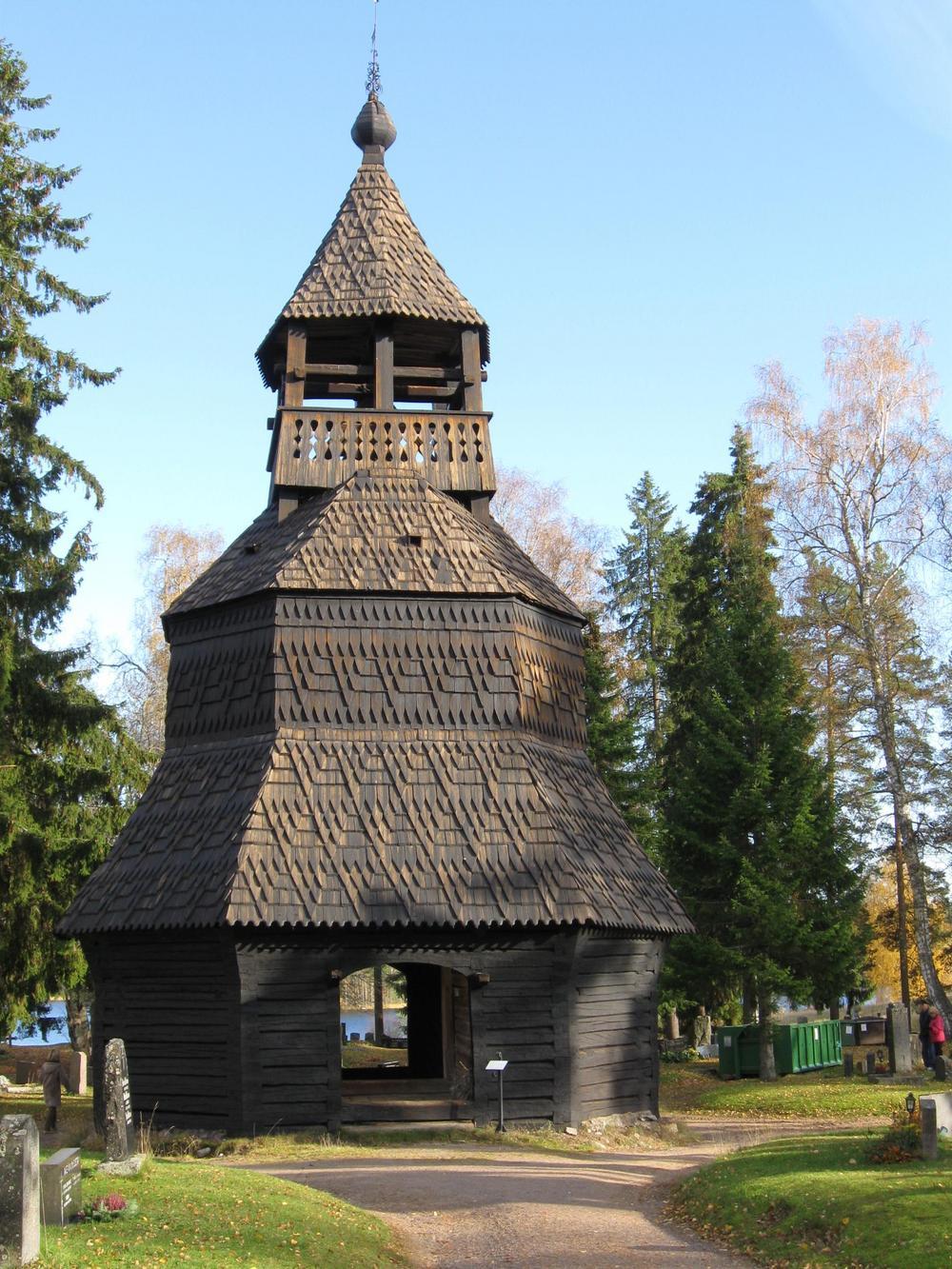 Kellotapuli kirkonmäellä