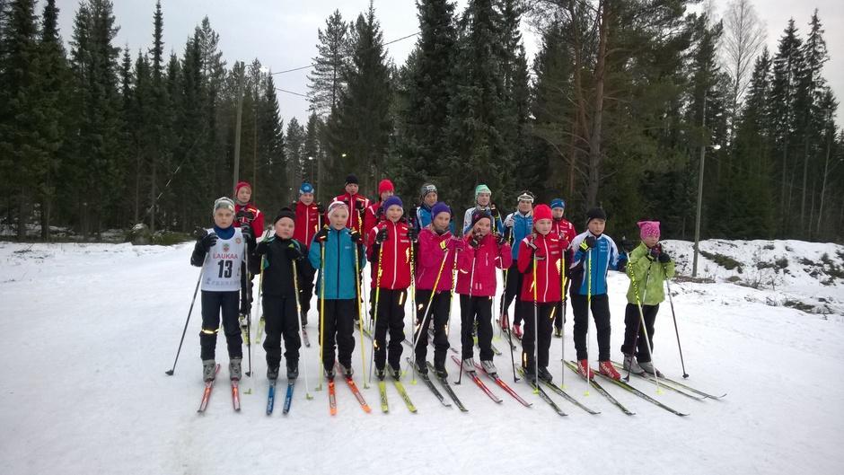 Rakettiviestijoukkueet Kangasniemen hiihtomajalla 6.3.2014