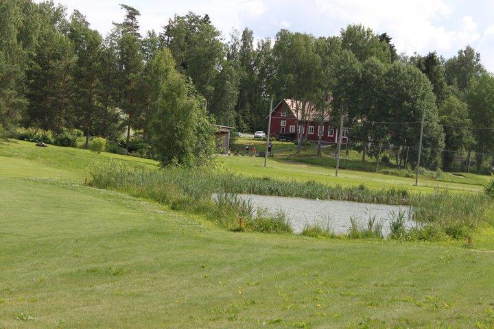 Hiisi-Golfin caddiemasterin sijainti kesällä.