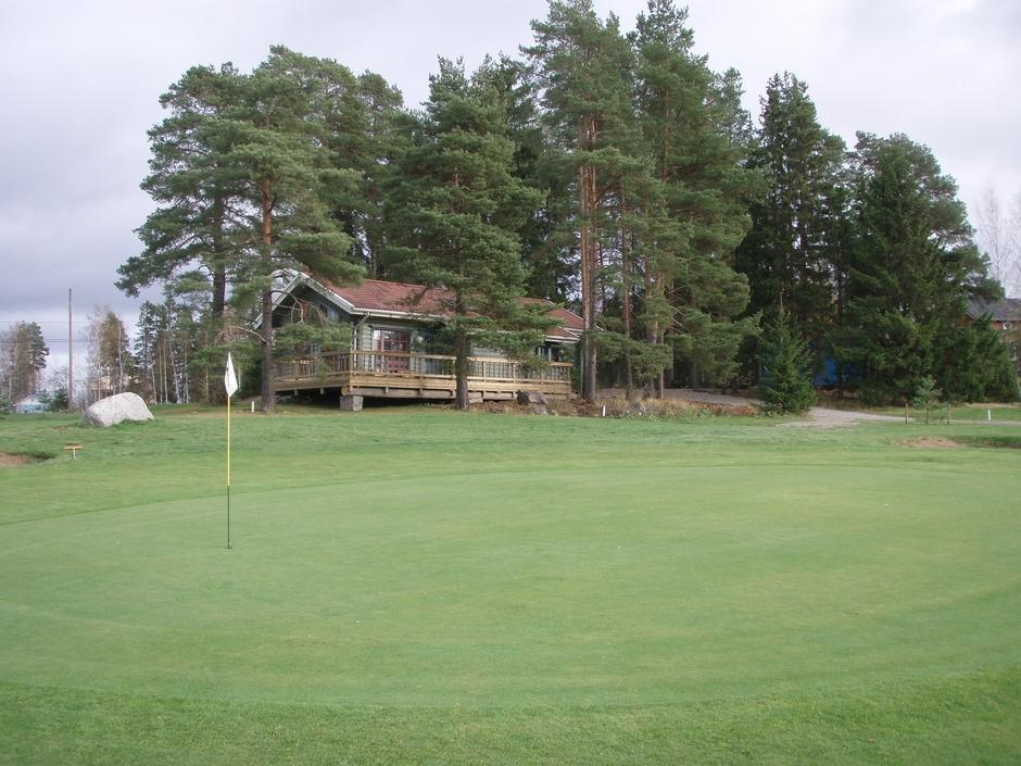 Hiisi-Golfin caddiemasterin sijainti talvella.