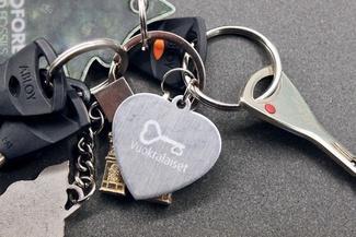 Kuvassa avaimet, joissa vuokralaiset-avaimenperä.