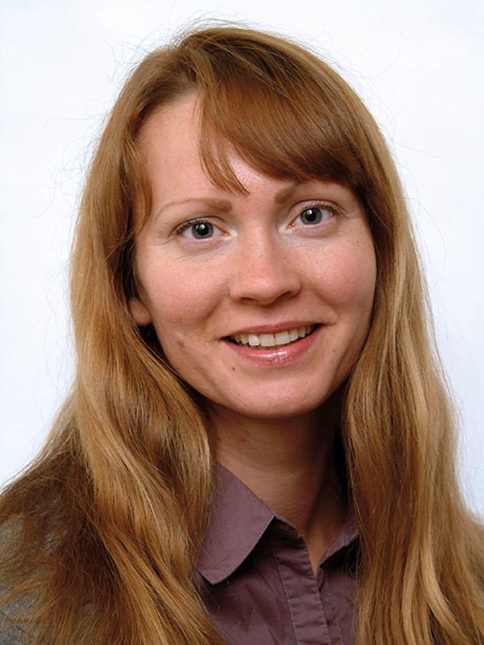 Ympäristöministeriön lain- säädäntöneuvos Anu Karjalaisen hymyilevä kasvokuva.