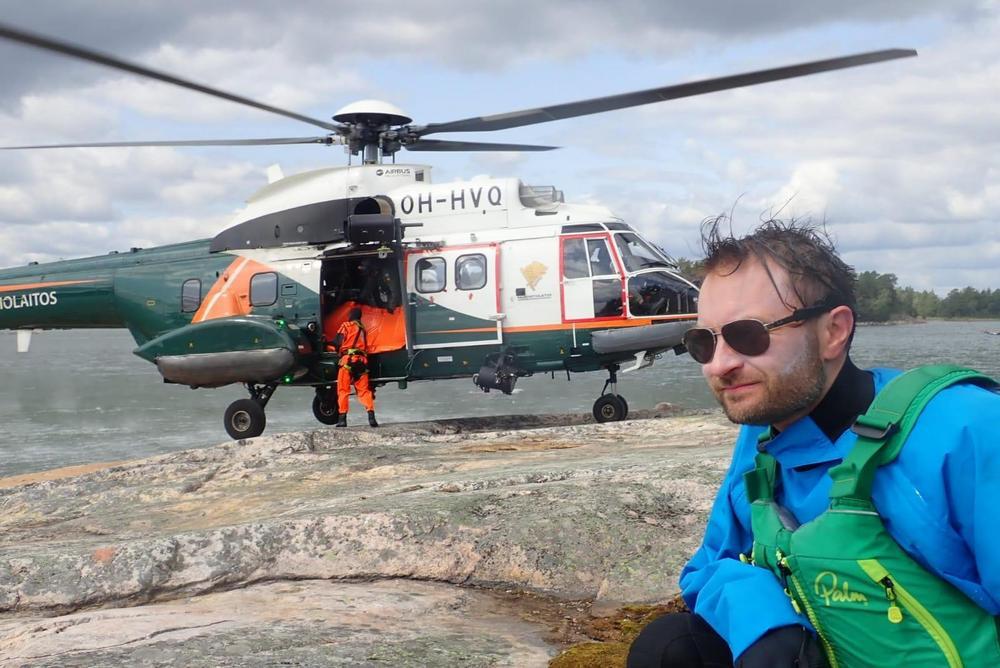 Kuvassa helikorteri on mukana hätätilanneharjoituksessa melojien kanssa. Kuva Ville Teittinen 2019.