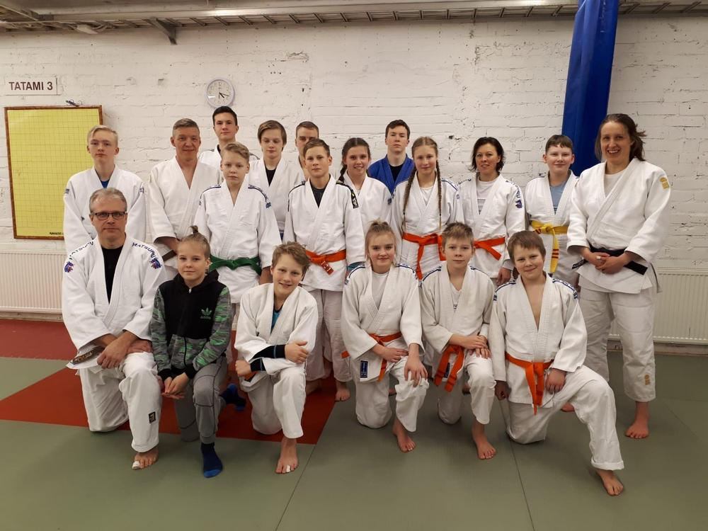 Riihimäen judoseurassa järjestettiin 12-13.1.2019 Judon perusteet koulutus. Kouluttajina Kai Kamunen ja Katri Forcell.