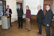 Illan juontaja Marko Terva-Aho luki valintatoimikunnan perustelut kunniakerhon uusien jäsenten osalta. Raimo Eskola ja Jouko Mäki-Lohiluoma ojensivat Hall of Fame -kunniakirjat Aulikselle ja Antille.