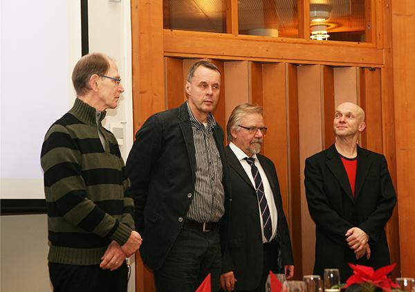 Hall of Fame -valintatoimikunta valmiina kunniakirjan jakoon. Vasemmalta Aulis Kairento, Jarmo Mäkelä, Raimo Eskola ja Jouko Mäki-Lohiluoma. Kuva Hannu Pelttari.