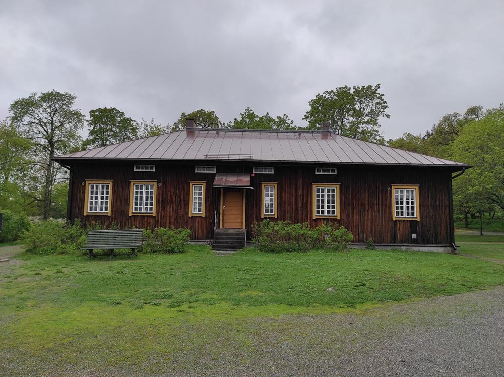 Kuva Hämeen ammattikorkeakoulun B-rakennuksesta ulkoapäin.