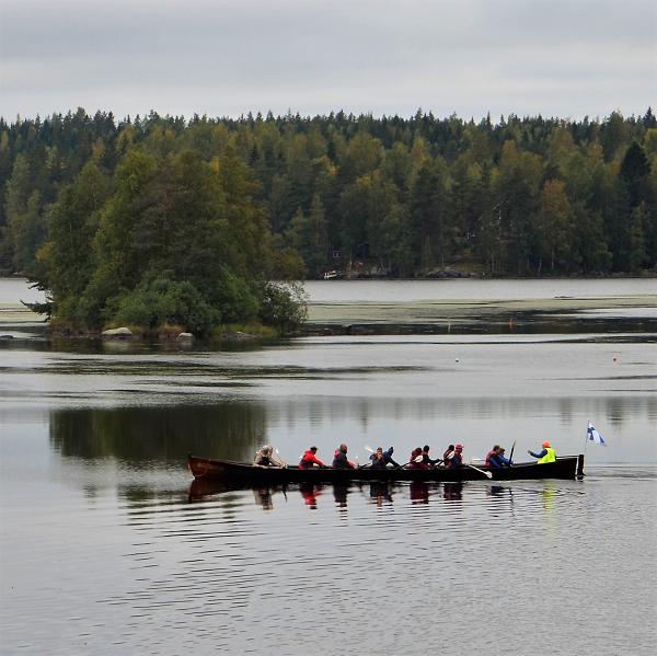 Kuvituskuva: Kirkkovenesoutua Kukkia-järvellä.