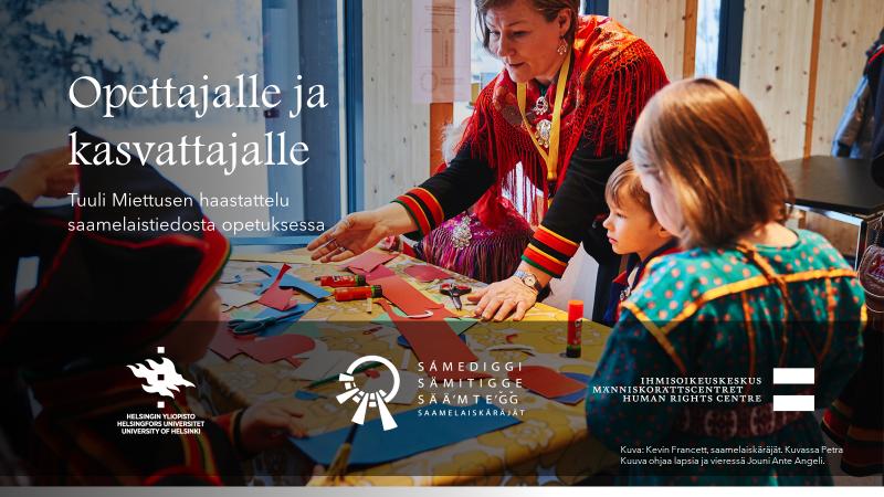 Opettajalle ja kasvattajalle -haastattelun kansikuva, jossa näkyy Petra Kuuva ohjaamassa lapsia askarteluun saamelaiskäräjillä. Pöydän ympärillä on ainakin neljä lasta saamenpuvuissa.
