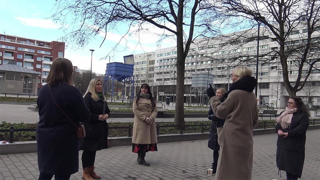 Pienperheyhdistys haastattelemassa helsinkiläisiä kuntavaaliehdokkaita.