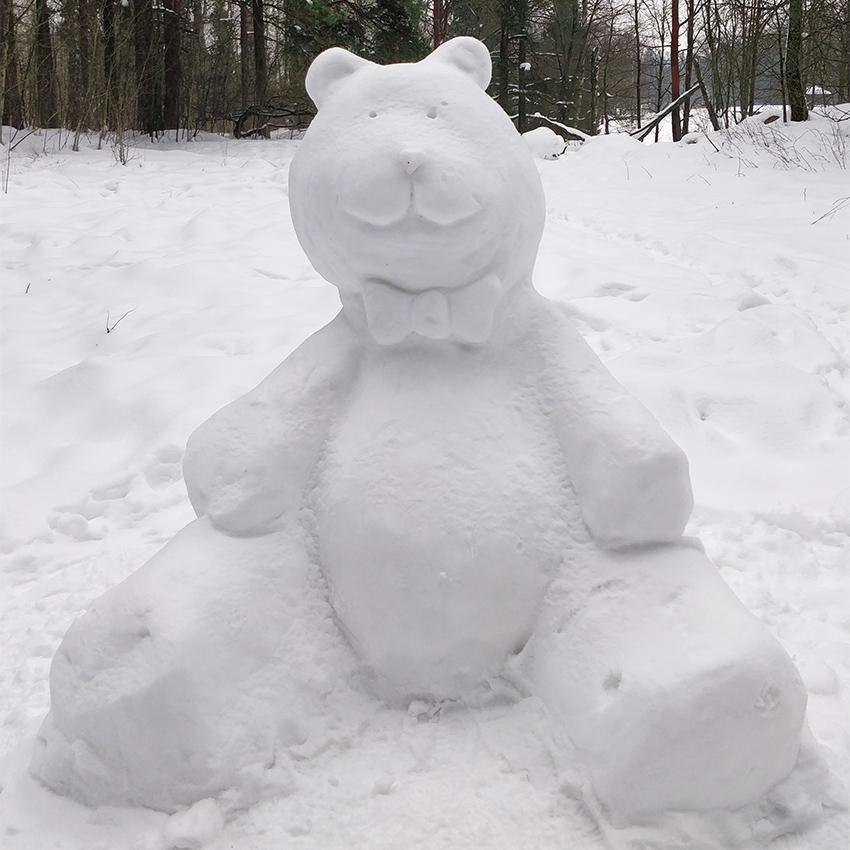 Lumesta tehty nalle