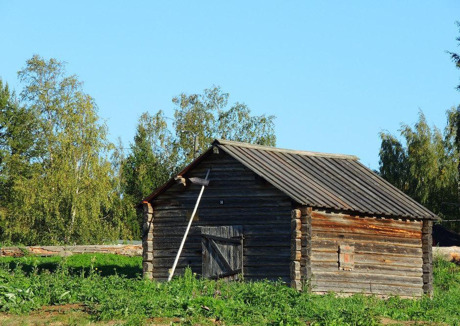 Pajarakennus on siirretty Tapionkylästä Kantolan talosta vuonna 1965.