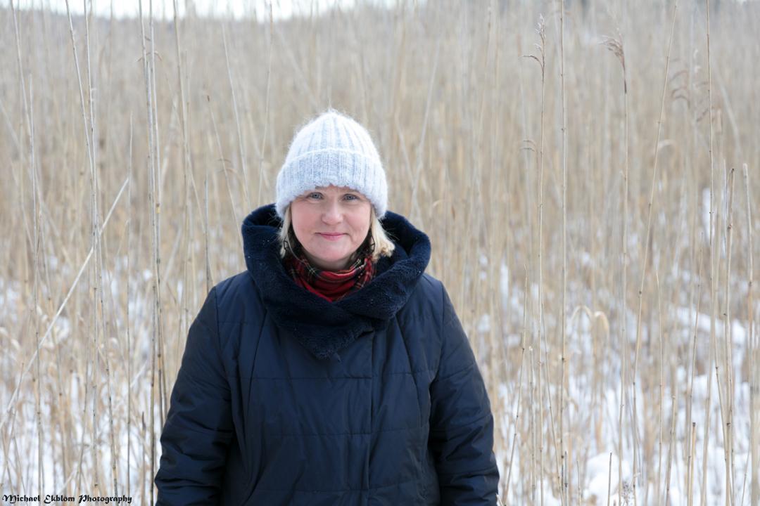 Riina Mattila Nurmijärveläinen kunnanvaltuutettu puhuu puhtaan ja terveen elinympäristön puolesta. Mattila on ehdolla 2021 kuntavaaleissa.