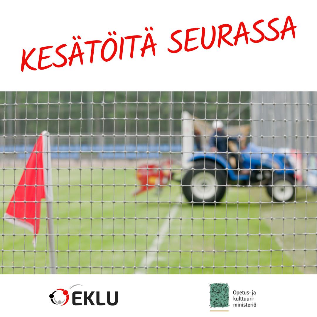 Kesätöitä seurassa kuva urheilukentästä jossa traktori