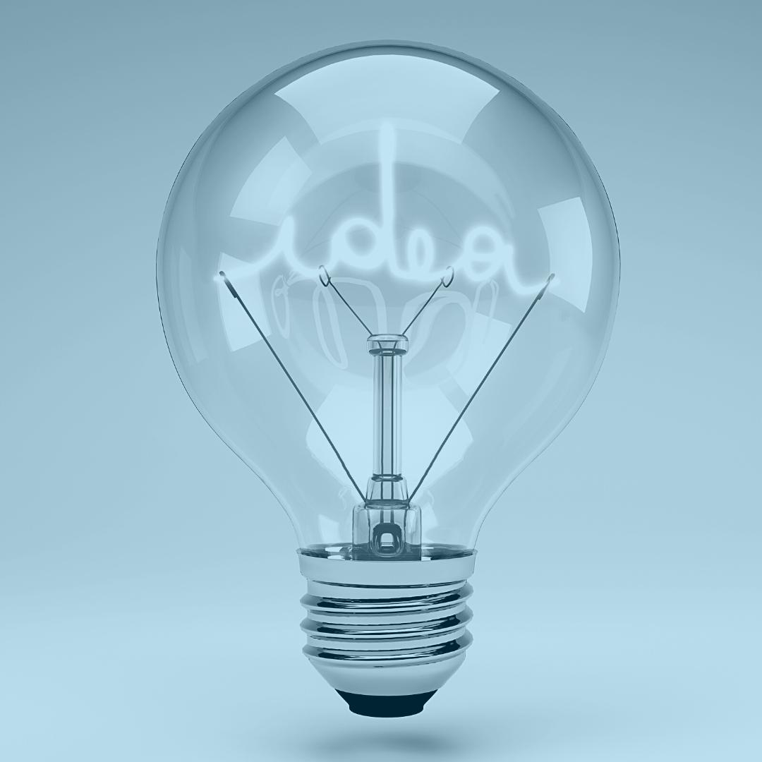 """Hehkulamppu, jonka sisällä lukee """"idea"""""""