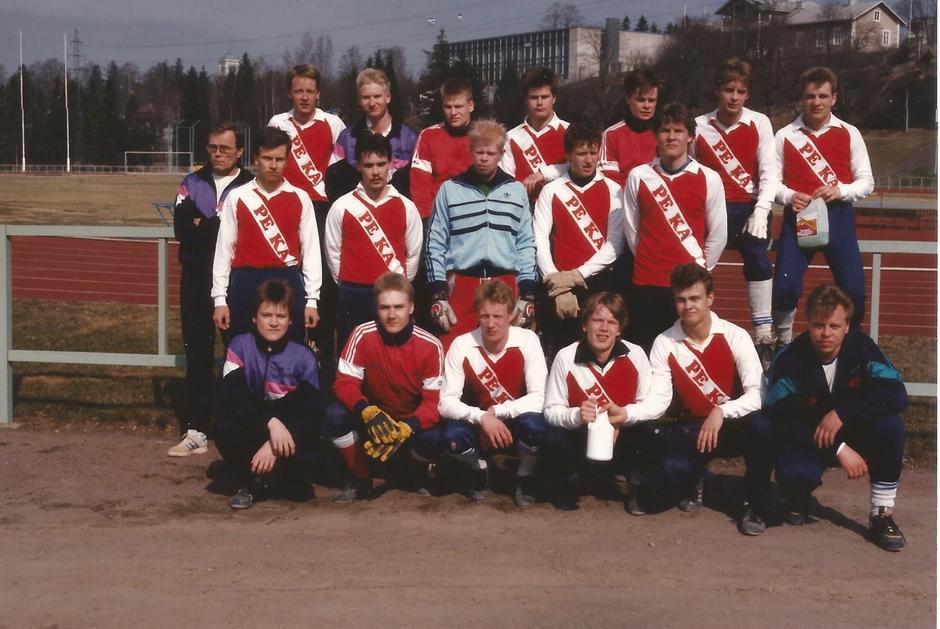 Vuosi 1990 ja Miesten vitosdivari ja joukkue on nimeltään PeKa89 joka oli PeKan kakkosjoukkue