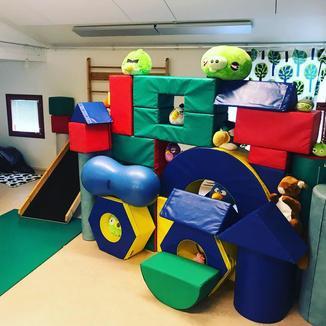Majan tilavassa leikkihuoneessa voi rakentaa vaikka linnan!