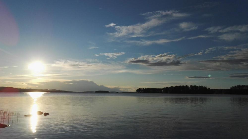 Kuva Ahveniselta Kolille päin 10.7.2020. Järvi on Pielinen ja kello 22:00.