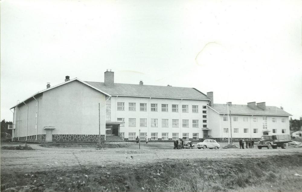 Vatialan vanha kansakoulu. Purettiin 2018.