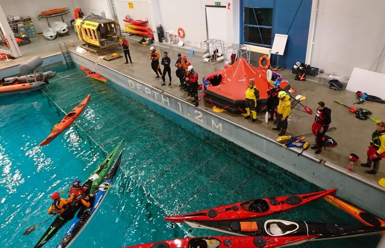 Harjoittelua Meriturvan altaassa Lohjalla.