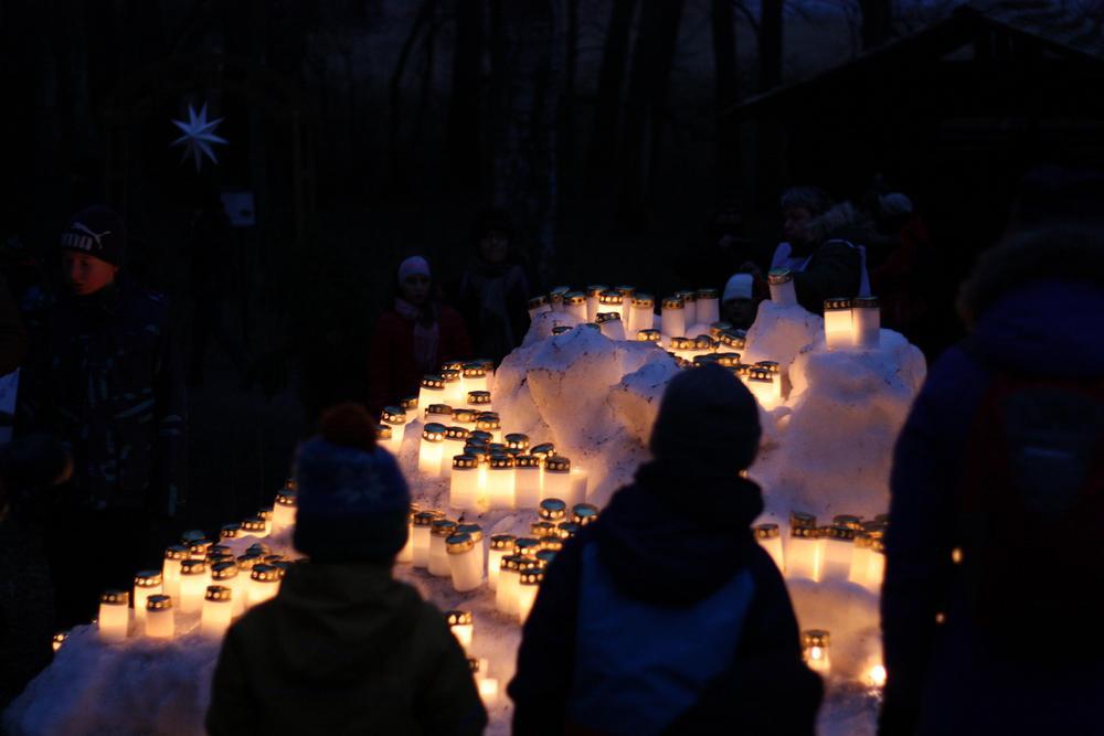 Joulurauhan kynttiläpuisto Joulupolulla