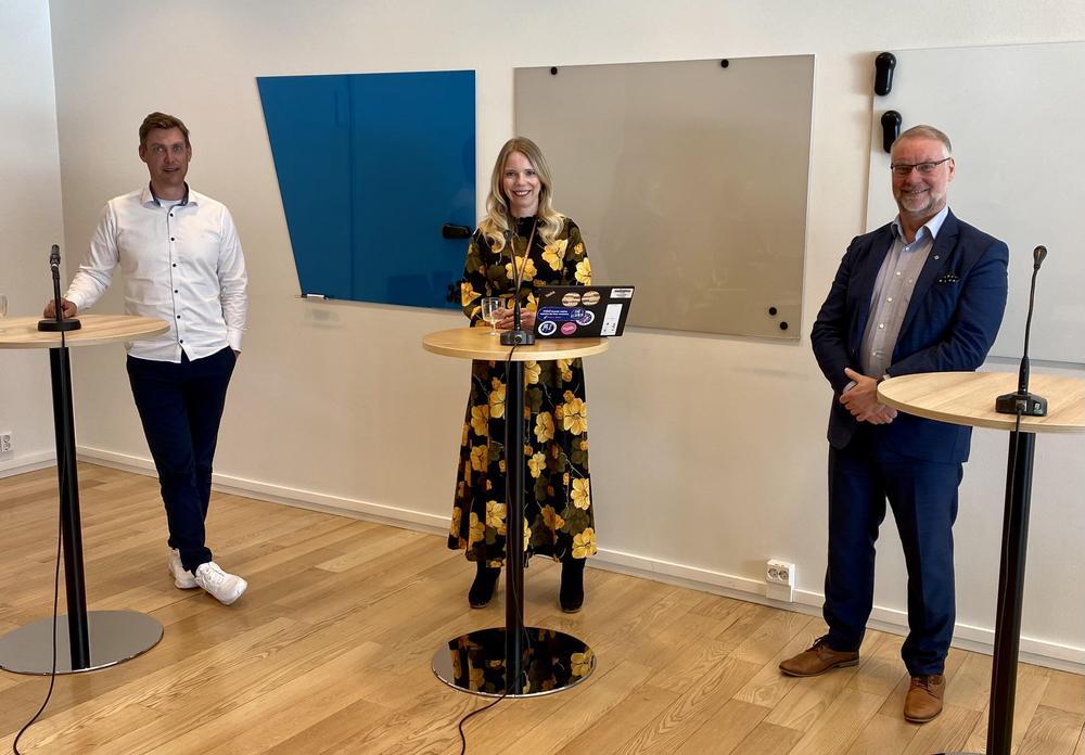 Paneelissa toimitusjohtaja Aki Kiiliäinen Pohjantähdestä, HRD-päällikkö Pauliina Heiskanen Varmasta, henkilöstöjohtaja Tomi Sinisaari LähiTapiolasta alustivat  ja keskustelivat monipaikkaisen työn tekemisestä, johtamisesta, haasteista ja hyödyistä.
